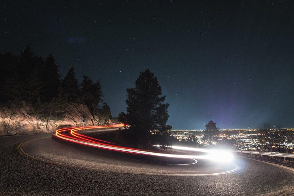 夜景撮影では、光跡を作れ