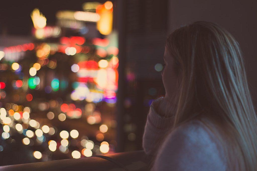 夜景撮影では、玉ボケを作れ