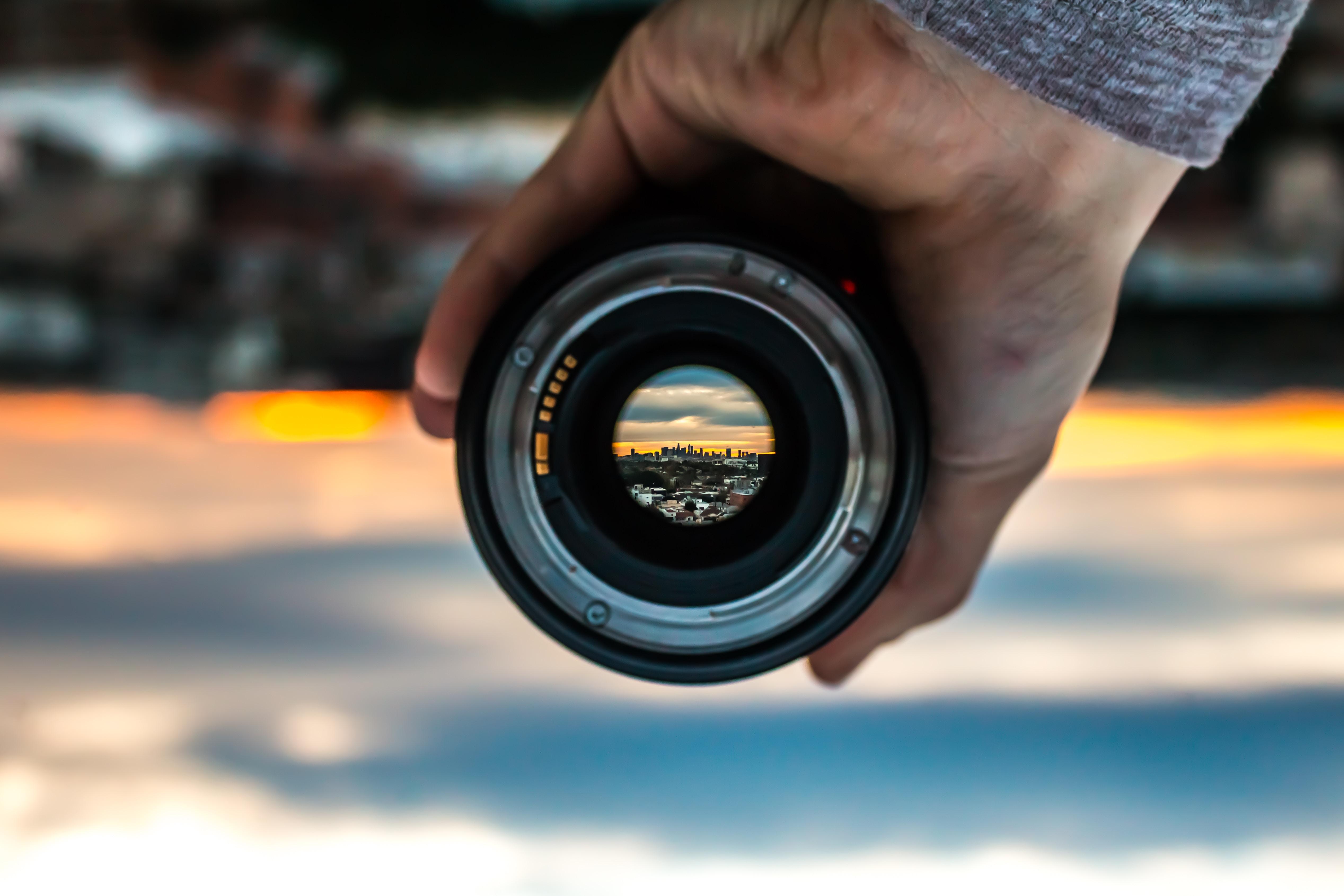 初心者必見。レンズのメーカーはどうやって選ぶ?純正レンズとサードパーティレンズの違いを解説。