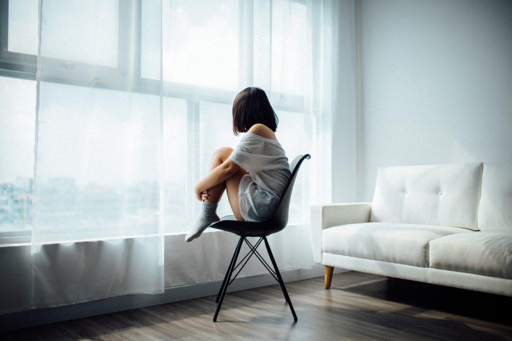 孤独は外にしか向いていなかった目を自分のうちに向ける